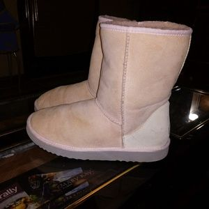 cfd69e0a9bf Listing not available - UGG Shoes from Amye s closet on Poshmark